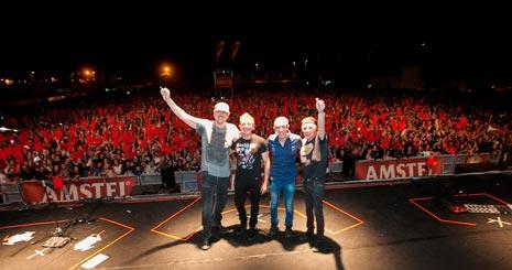 La Unión puso a bailar al público en un concierto en el que repasaron sus grandes éxitos.
