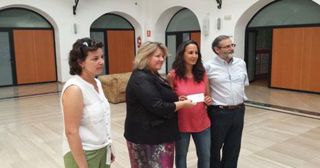 Entrega del cheque al Centro Padre Cristóbal de Mérida / GRADA