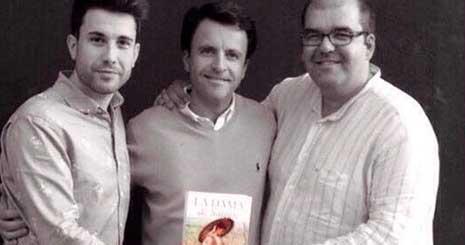 El autor, con Pedro Monty (d) y Christian Magritte (i)