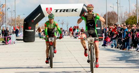 Trujillo llegando a la meta con Díaz de la Peña.  Foto: Cano Foto Sport