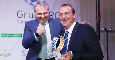 El alcalde de Badajoz (izquierda) y David Barrufet, uno de los premiados del año pasado. Foto: Alexfo