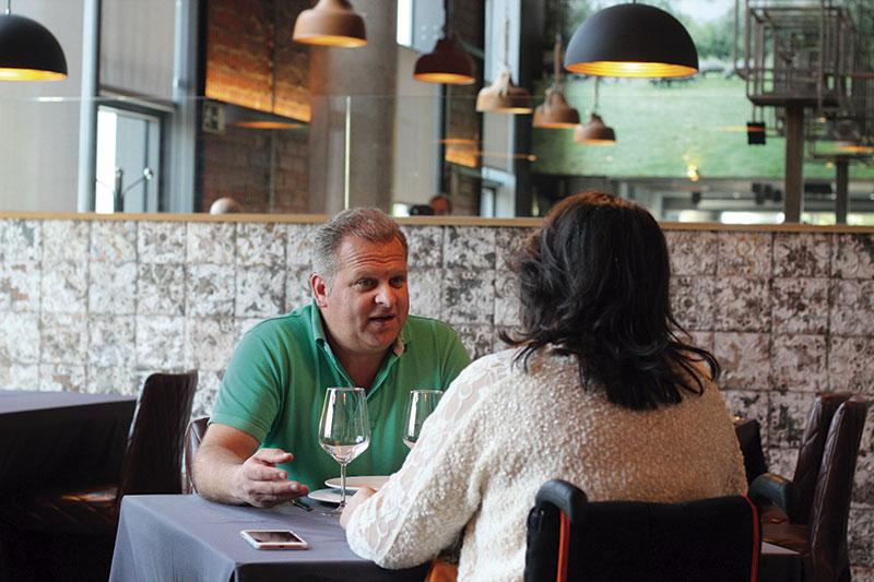 Álvaro Rivas Couto. Director técnico de la DOP 'Dehesa de Extremadura'. Grada 123. Mesa y mantel