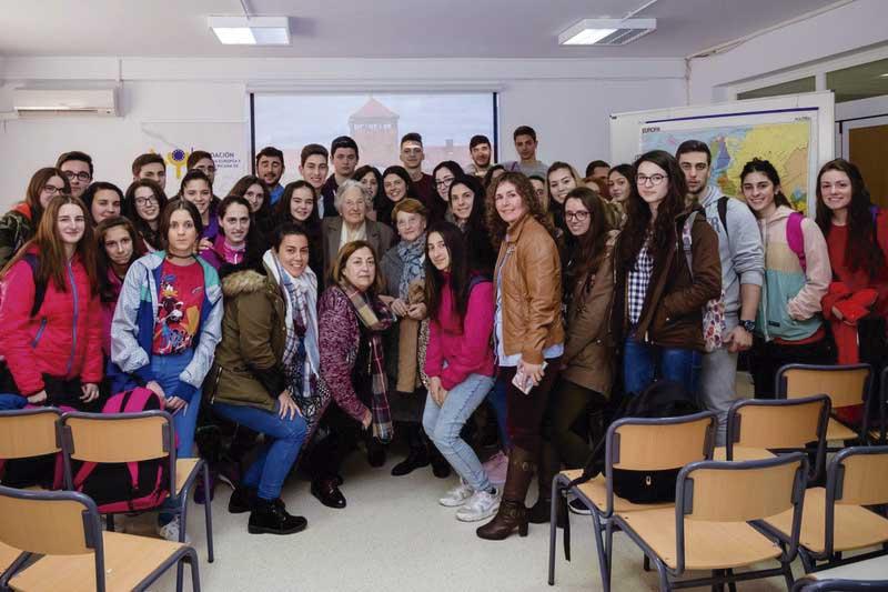 Una superviviente de Auschwitz comparte su experiencia con alumnos de Segura de León. Grada 123. Fundación Yuste