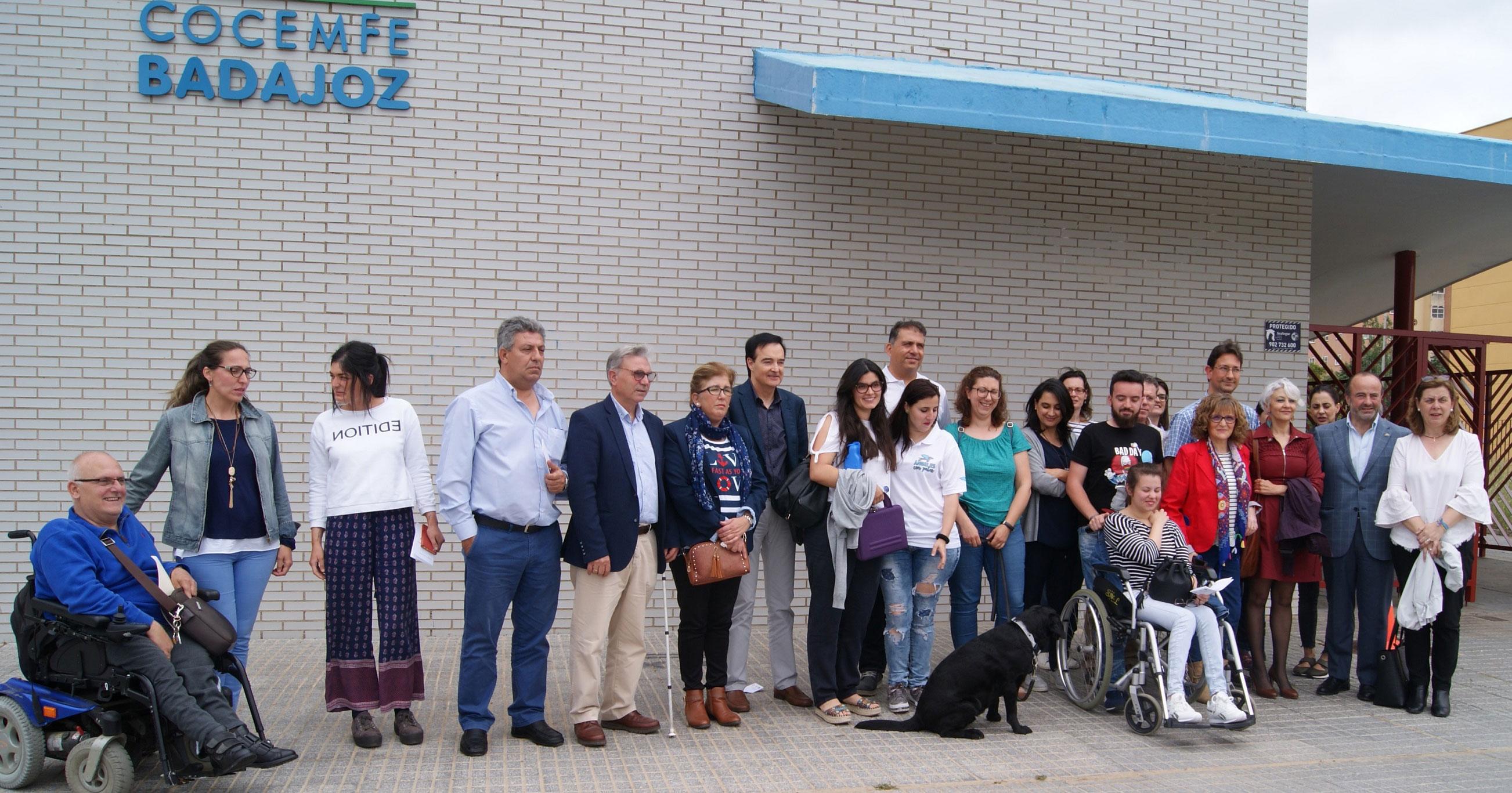 Apamex y 'Ángeles con patas' muestran el trabajo de los perros de asistencia