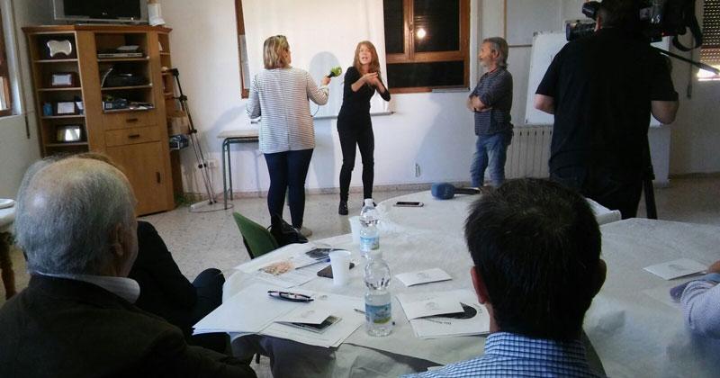 'Café signado' en Cáceres para hacer visible la situación de la comunidad sorda
