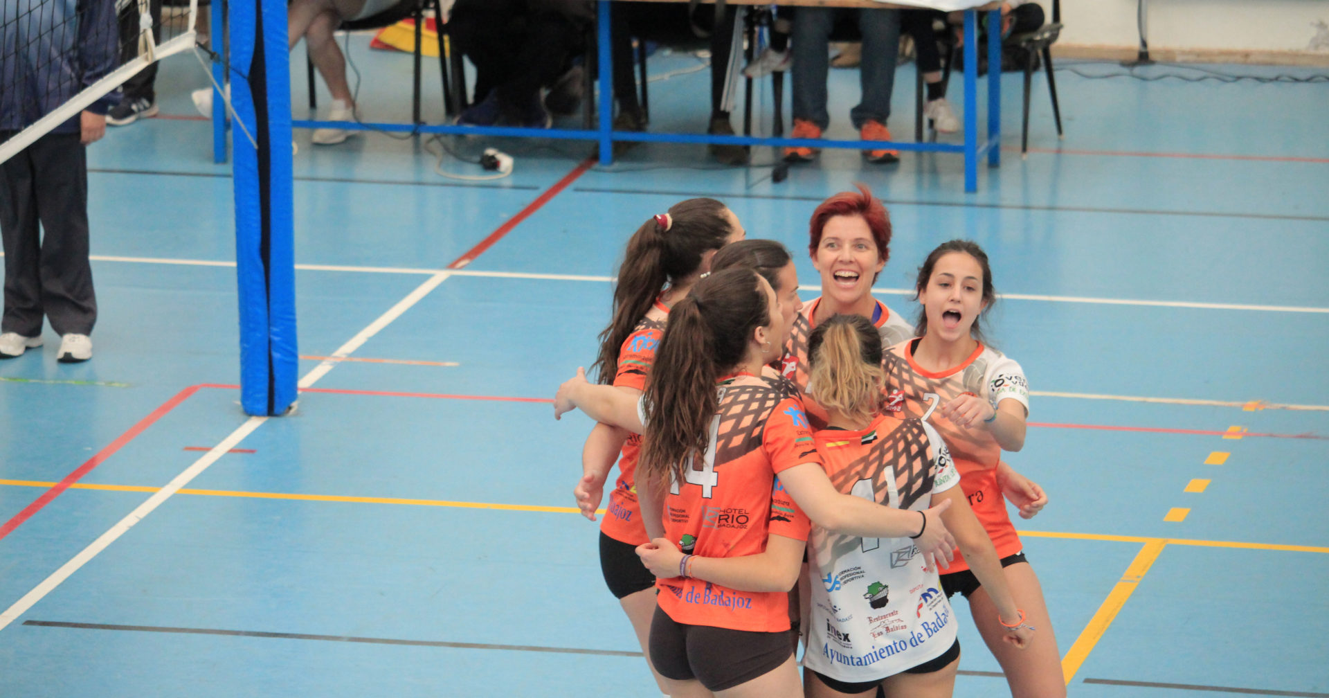 El equipo femenino del Club Voleibol Hotel Río Badajoz mira hacia Primera Nacional