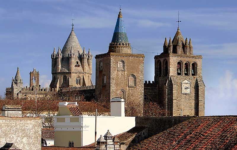 Mateus de Aranda, mestre espanhol da capela da Sé de Évora. Grada 124. A fronteira