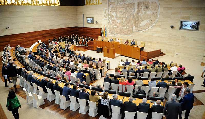 La Asamblea de Extremadura celebra su trigésimo quinto aniversario. Grada 124