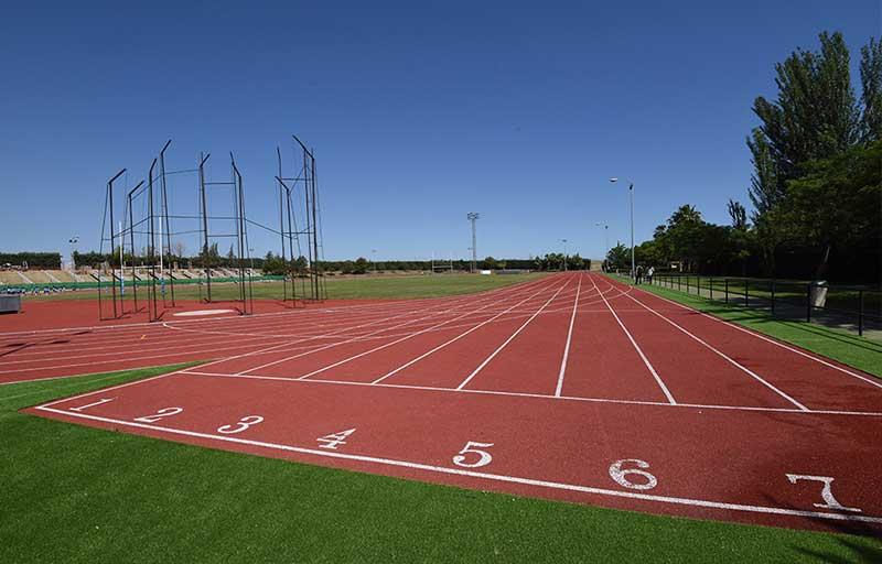 El complejo deportivo del Cuartillo de Cáceres estrena renovadas pistas de atletismo