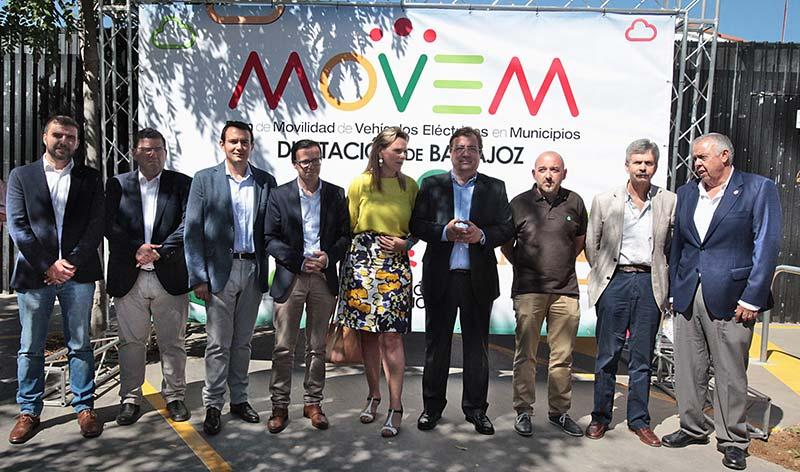 La Diputación de Badajoz presenta una flota de vehículos eléctricos para los municipios de la provincia
