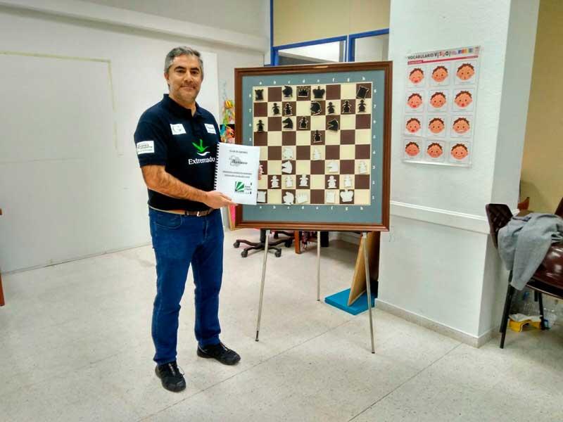 El Club Ajedrez Ajoblanco colabora con la Asociación Calma Mérida a través de 'Ajedrez sin fronteras'