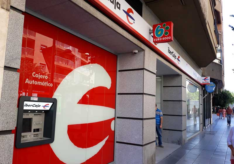 Ibercaja abre una nueva oficina en Badajoz equipada con cajeros inteligentes y una sala de reuniones
