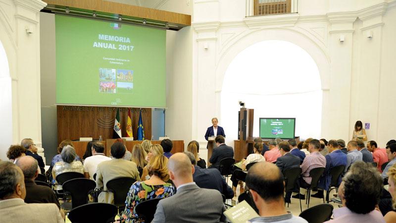 El Consejo Económico y Social presenta su memoria de 2017. Grada 126. Asamblea de Extremadura