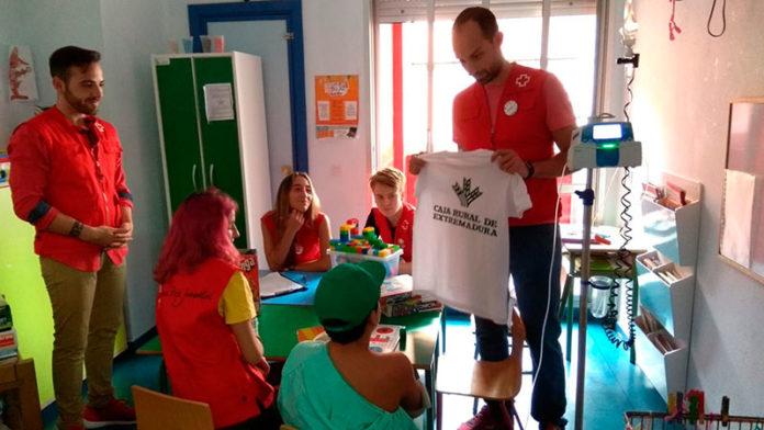 Día de la camiseta de Caja Rural de Extremadura con Cruz Roja