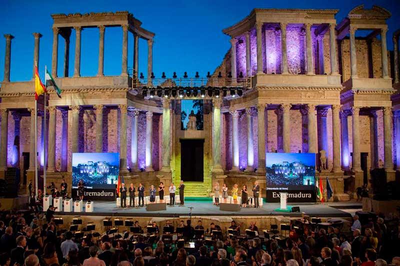 La conmemoración de los 35 años de autonomía centra la celebración de la fiesta de todos los extremeños