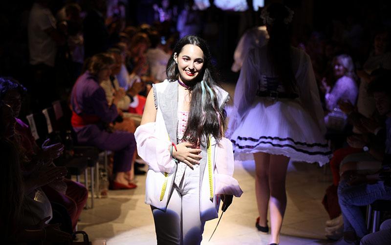 Laura Manuela Sánchez Sanz gana el Premio de Moda Nacional para Jóvenes Diseñadores