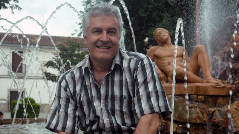 Antonio María Flórez gana el concurso de relatos '25 años / Lunas de Oriente'