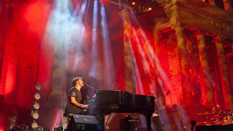 Pablo López triunfa en un abarrotado Teatro Romano de Mérida en el 'Stone and Music Festival'
