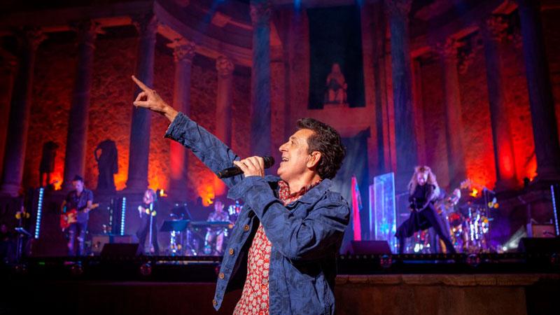 Manolo García ofrece un gran espectáculo en el último concierto del 'Stone and Music Festival 2018'