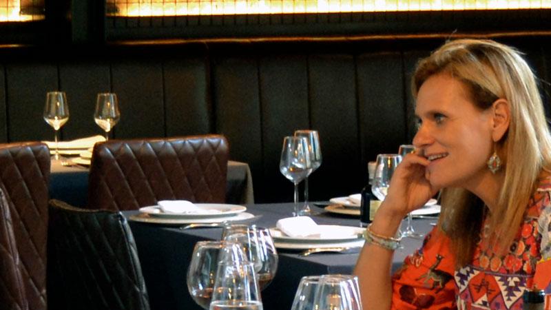 Yolanda García Seco. Delegada del Gobierno en Extremadura. Grada 127. Mesa y mantel