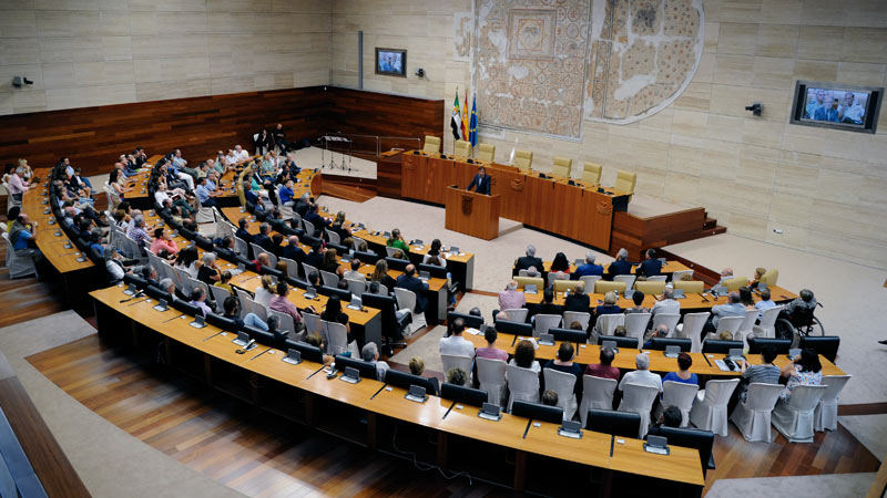 La Asamblea de Extremadura acoge el acto homenaje a las víctimas del terrorismo. Grada 127