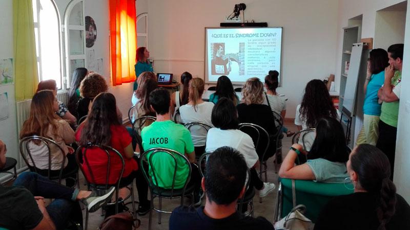 Más de una treintena de voluntarios colaborarán en los talleres de Down Mérida