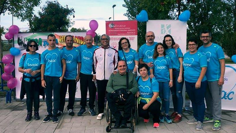 La I Carrera Solidaria de la Hispanidad se celebra en Badajoz con éxito de participantes