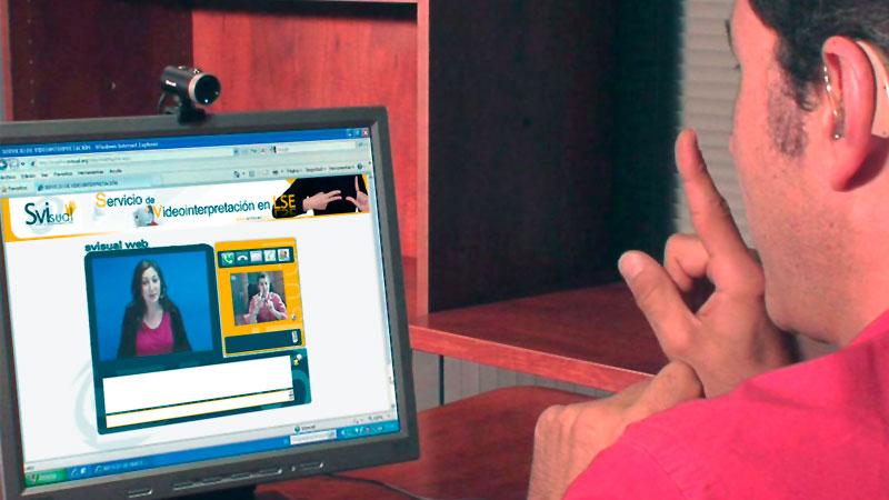 La Fundación CNSE refuerza su servicio de videointerpretación para personas sordas
