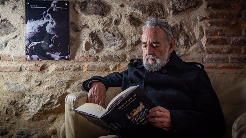 Grada 128. Víctor Chamorro. Literatura al servicio de la denuncia social. Perfil