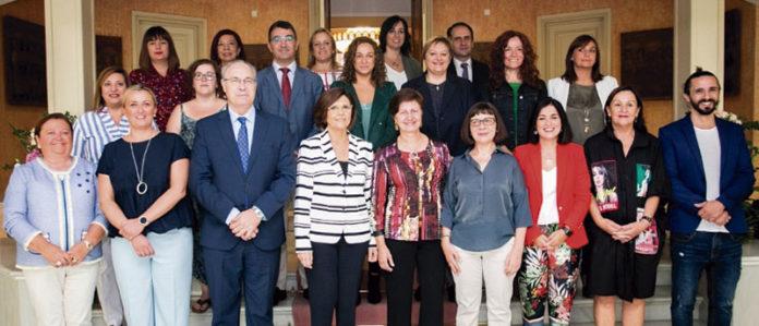 Los Parlamentos de la Calre defienden un informe de impacto de género para cualquier normativa. Grada 128. Asamblea de Extremadura