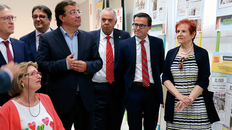 La exposición 'Mirando al futuro' recorrerá la provincia de Badajoz a través de los Centros Integrales de Desarrollo. Grada 128. Diputación de Badajoz