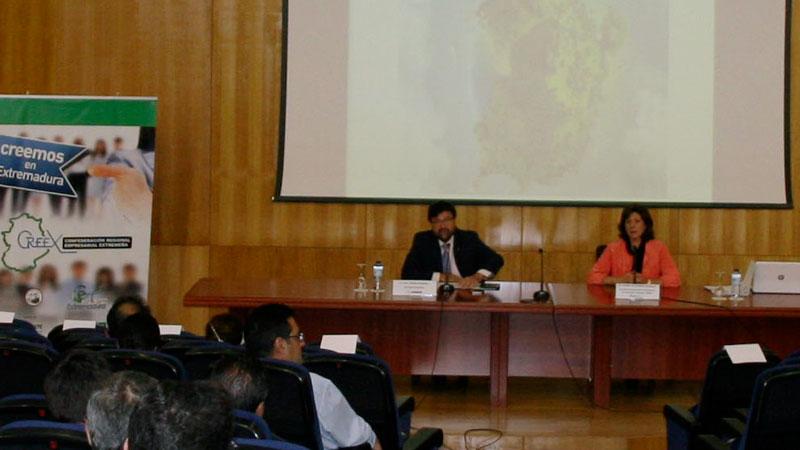La Junta de Extremadura forma a más de 1.500 empresarios y empleados públicos sobre la nueva Ley de Contratación del Sector Público