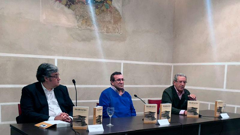 Juan Manuel Cardoso presenta su libro 'Disidencias' en las antiguas Casas Consistoriales de Badajoz