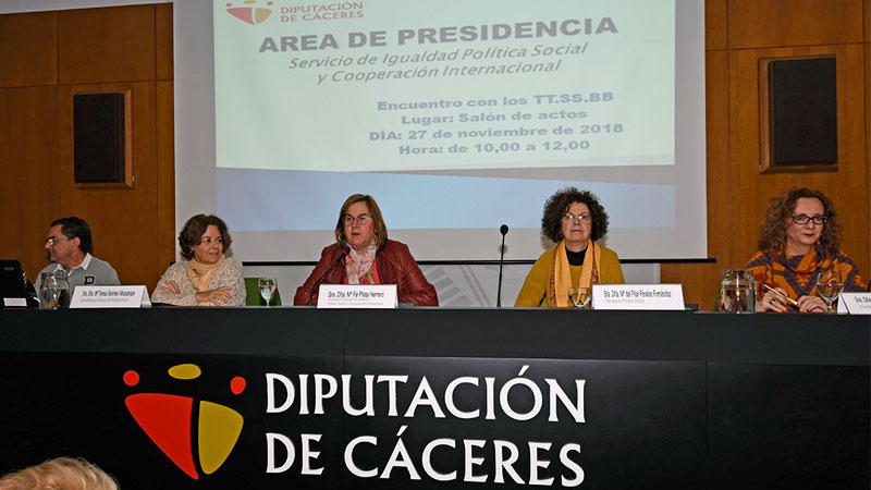 La Diputación de Cáceres estudia ampliar el servicio de teleasistencia a personas de cualquier edad en situación vulnerable