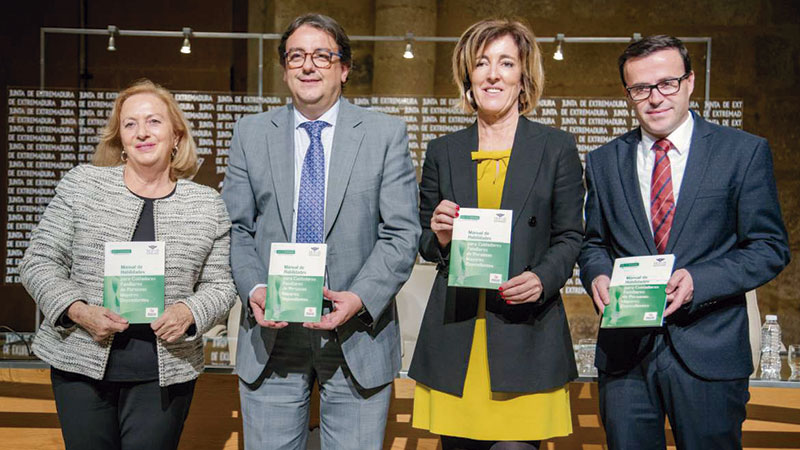 La Junta de Extremadura y la Diputación de Badajoz editan una guía para cuidadores familiares de personas mayores dependientes. Grada 129. Sepad