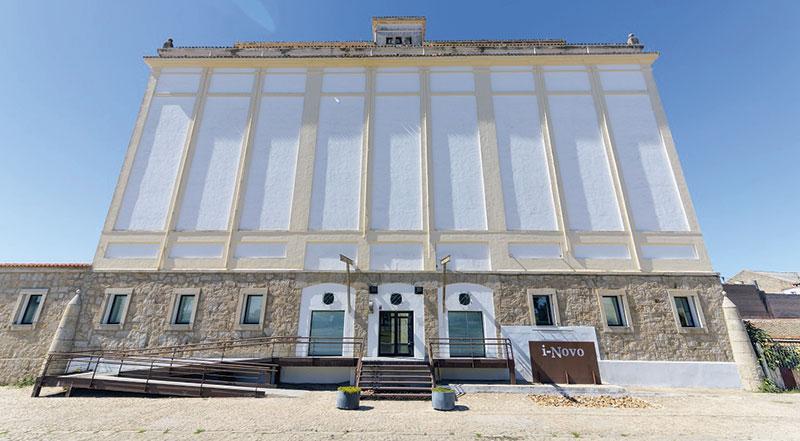 Centros de Emprendimiento e Innovación Rural de la provincia de Cáceres. Grada 129. Diputación de Cáceres