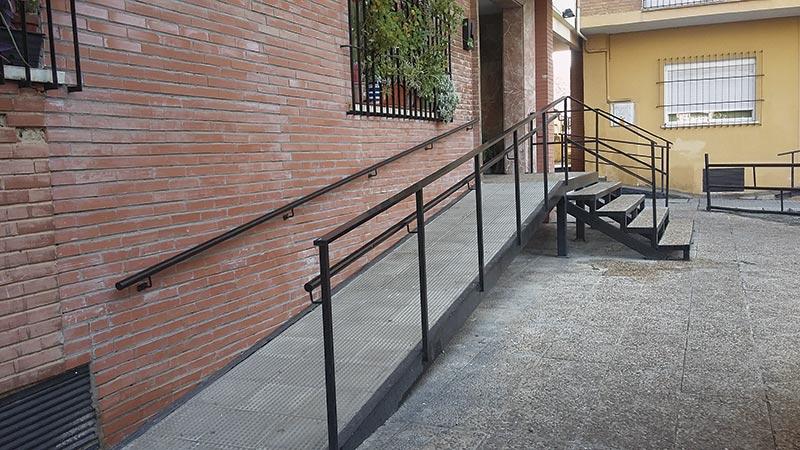 Accesibilidad universal en edificios de viviendas. Superando obstáculos. Grada 130. Primera fila