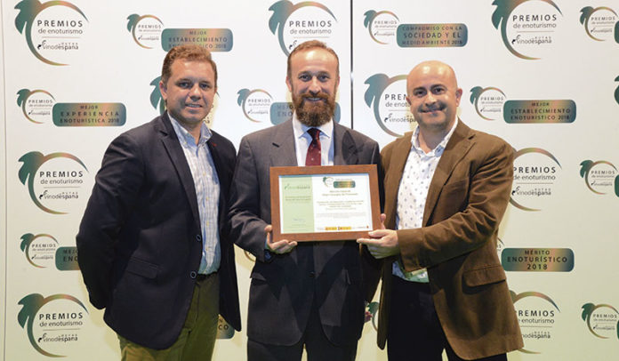 'Vivemociones' y la Ruta del Vino Ribera del Guadiana son reconocidas por las Rutas del Vino de España. Grada 130. Fundecyt-Pctex