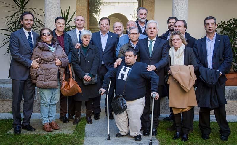 Representantes del Cermi Extremadura se reúnen con el presidente de la Junta, Guillermo Fernández Vara