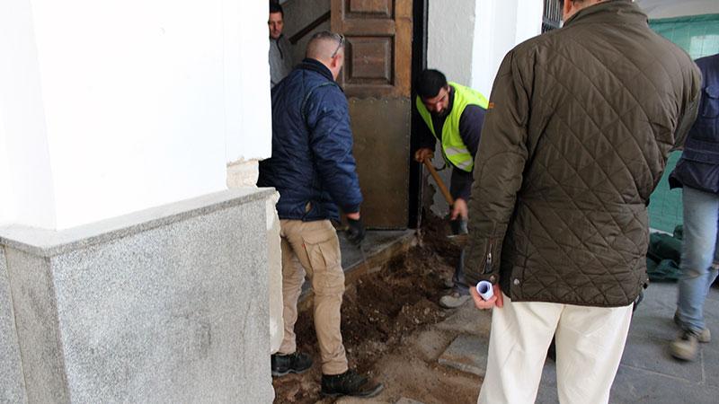 El Ayuntamiento de Mérida mejora la accesibilidad de su puerta de entrada principal