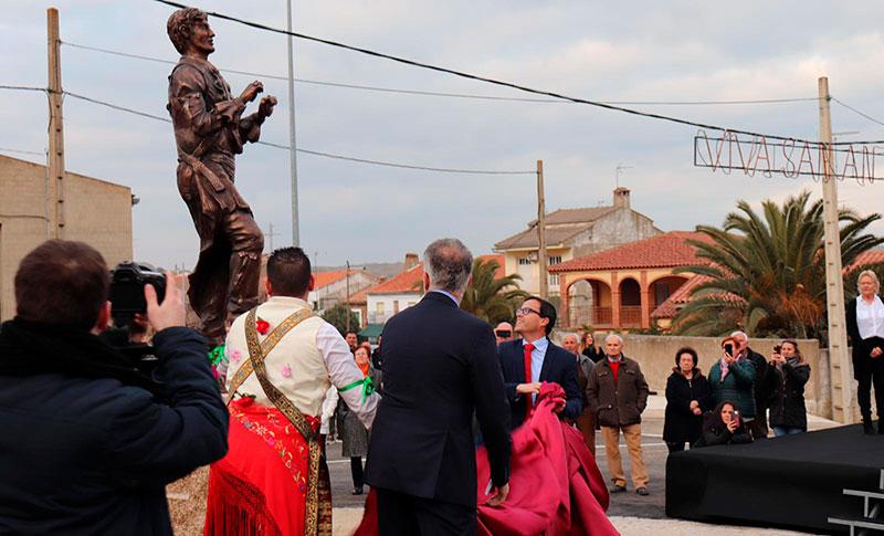 Los Danzantes de Peloche cuentan con una estatua que reconoce este baile en honor de San Antón Abad