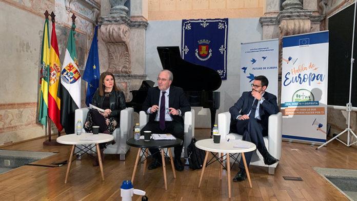 El debate 'Habla de Europa' llega a Olivenza para acercar Europa a las zonas rurales