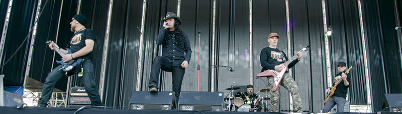 'Omnia Transit', grupo de rock-heavy de Badajoz. Grada 130. Música