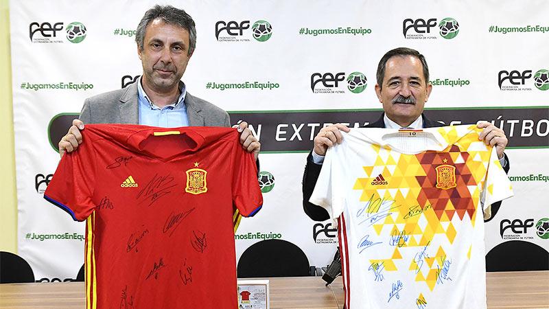 La Federación Extremeña de Fútbol y la Fundación Ícaro dan impulso a su proyecto solidario de ayuda a la oncología infantil.
