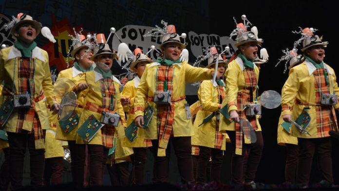 'Los minifolk saltan a la pista' ganan el concurso de murgas juveniles