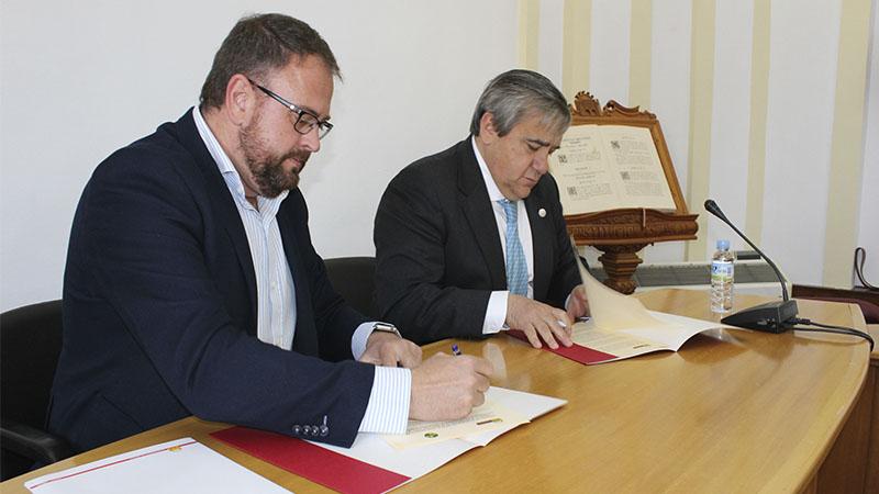 El Ayuntamiento de Mérida y la Universidad de Extremadura firman un acuerdo para el uso de instalaciones deportivas