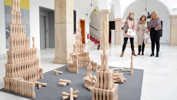 La muestra 'Obra Abierta', de la Fundación Caja de Extremadura, pasa por la Asamblea de Extremadura. Grada 132