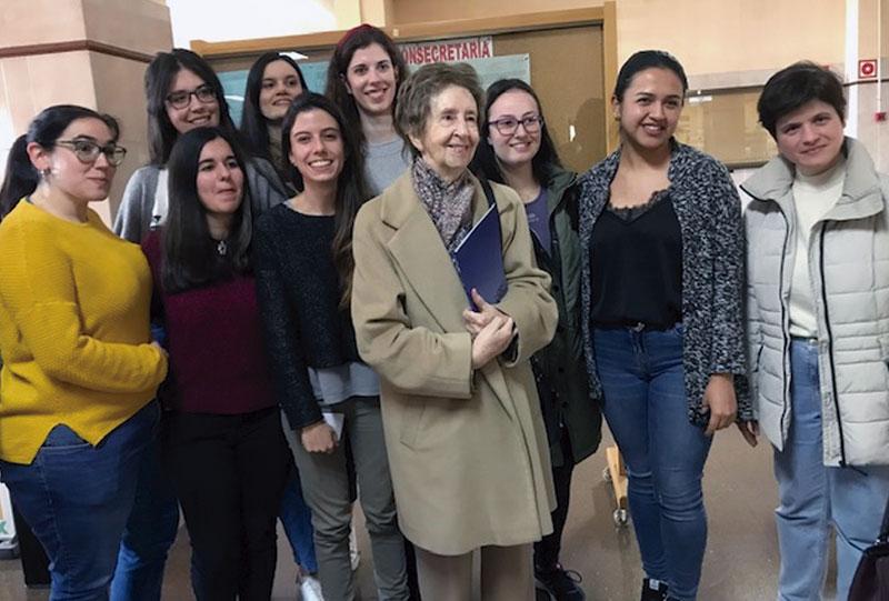 La bioquímica Margarita Salas visita la Universidad de Extremadura. Grada 132