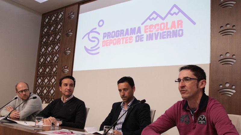 Unos 130 niños de la provincia de Badajoz participan en el programa 'Deportes de Invierno' en La Covatilla