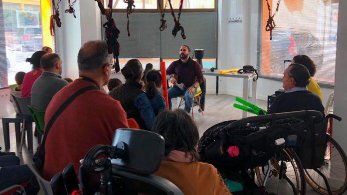 Javier Alcántara lleva la musicoterapia a Thercli y la Fundación Primera Fila